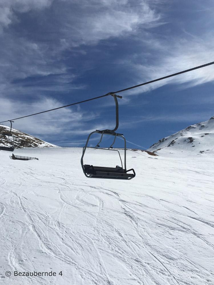 Skifahren schon mit 3 Jahren? In Meran 2000 kann man das gut lernen.