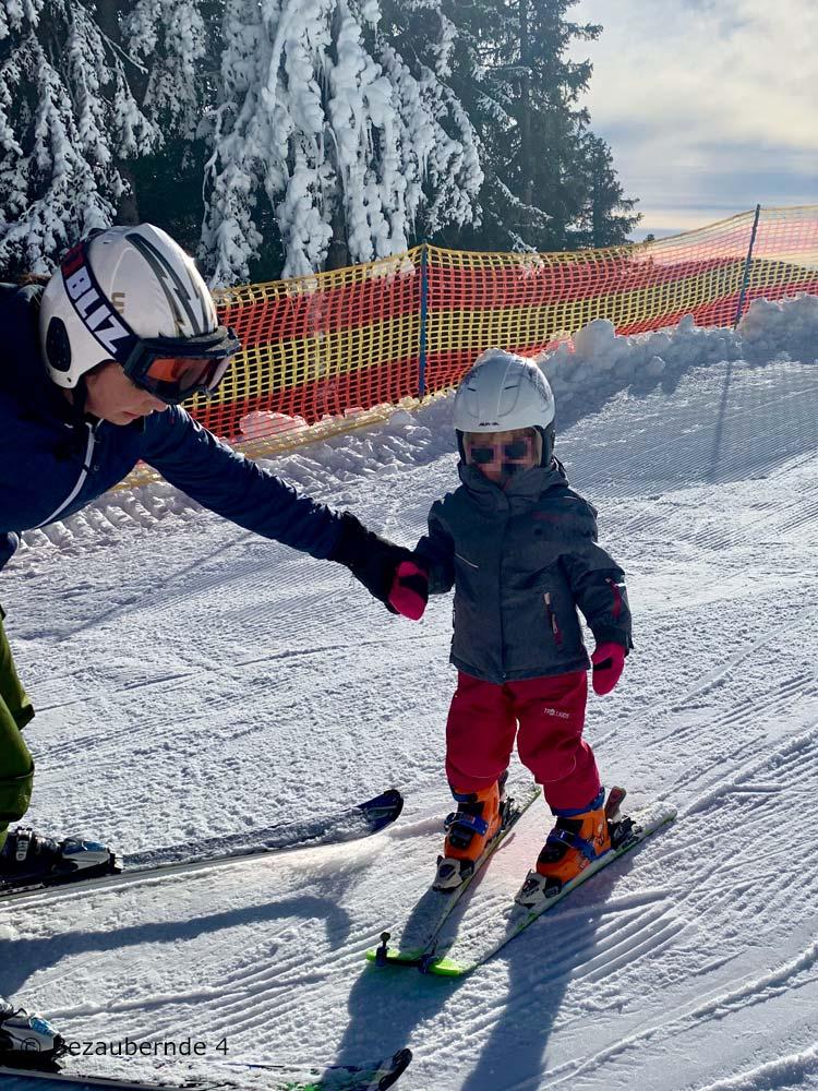 Skifahren mit 3 Jahren: die ersten Versuche