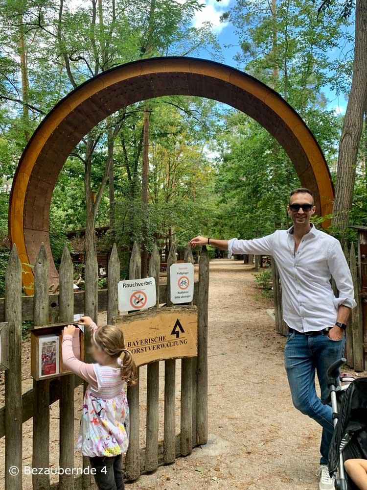 Eingang zum Walderlebniszentrum in Tennenlohe
