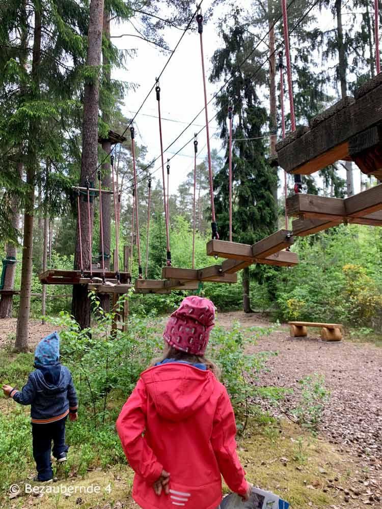 Hochseilgarten und Wildpark für Kinder verbinden: bei der Straßmühle südlich von Nürnberg.